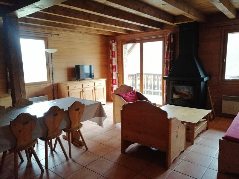 Chalet style montagne pour 10, dans un hameau typique de Pra Loup, holiday rental in Uvernet-Fours