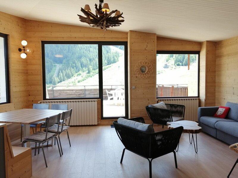 Appartement entièrement rénové en 2020, 3 pièces pour 7/8 personnes, au coeur, holiday rental in Pra Loup