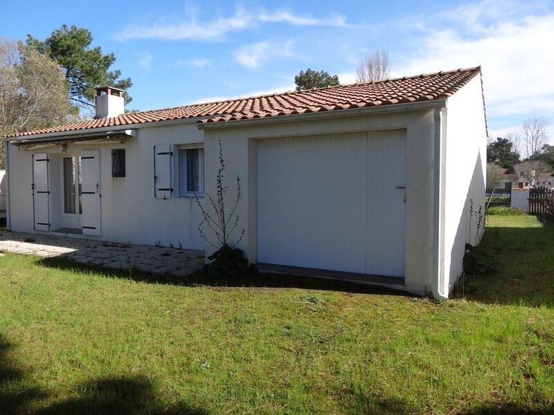 AGREABLE VILLA  DANS LES AMOURETTES, SECTEUR BOISE TRES RECHERCHE !, vacation rental in L'Aiguillon-sur-Mer