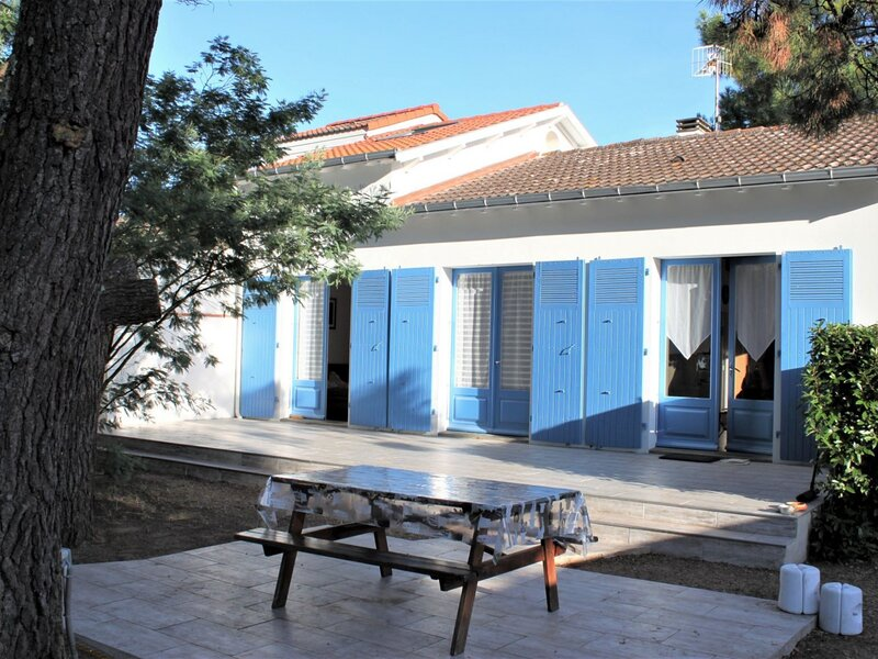 Maison rénovée idéalement bien située proche plage, holiday rental in Saint-Michel-en-l'Herm