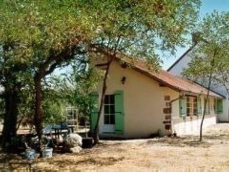 Les Accacias, holiday rental in Bourbon-l'Archambault