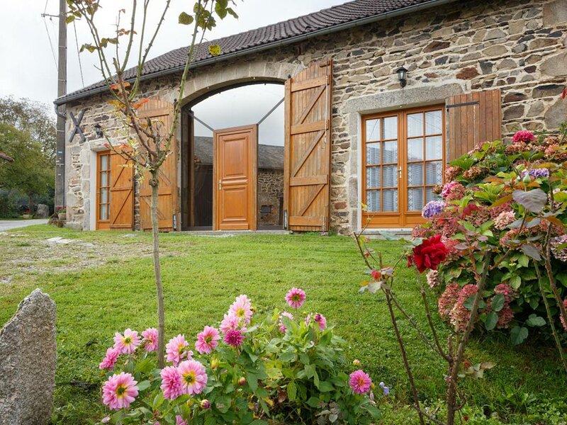 Chez Anet, holiday rental in Le Mayet-de-Montagne