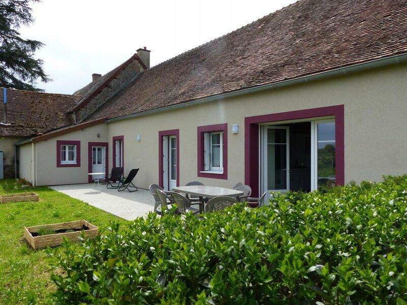Les Raquets 03470 Monetay sur Loire, holiday rental in Dompierre-sur-Besbre