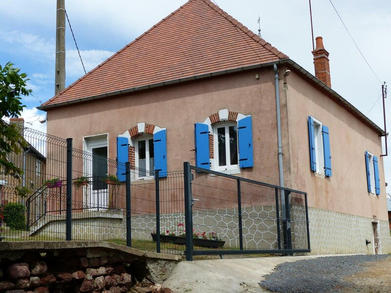Gîte de la  mini ferme, holiday rental in Dompierre-sur-Besbre