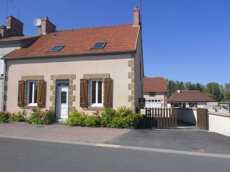 La Charronne, holiday rental in Neris-les-Bains