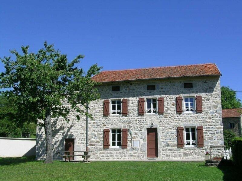 Le Bourg de La Guillermie, holiday rental in Le Mayet-de-Montagne