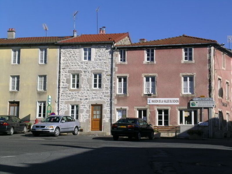 Les Coquelicots, holiday rental in Le Mayet-de-Montagne