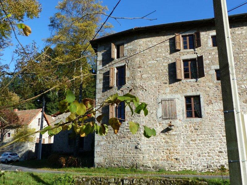 Les Hormieres, holiday rental in Le Mayet-de-Montagne