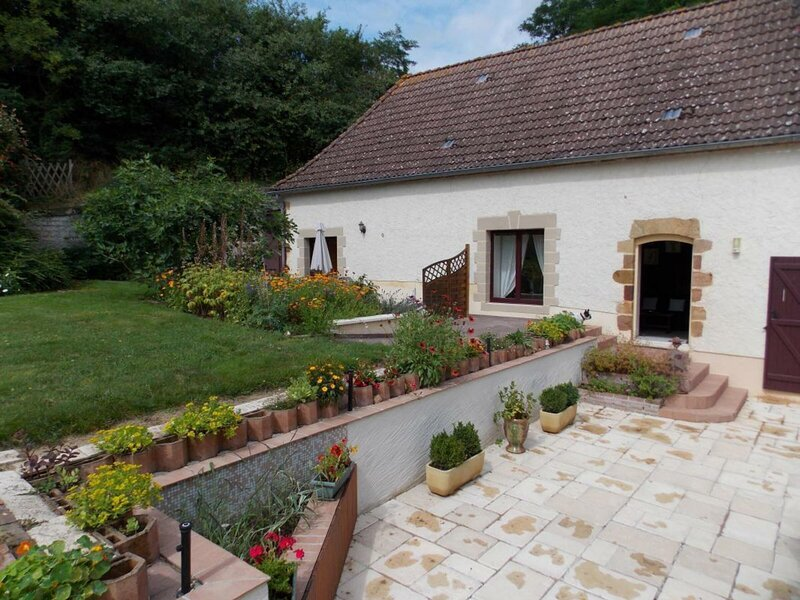 Location Gîte Neuvy (Allier), 1 pièce, 2 personnes, holiday rental in Bourbon-l'Archambault