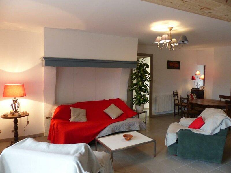 LES JOUANNETS, holiday rental in Dompierre-sur-Besbre