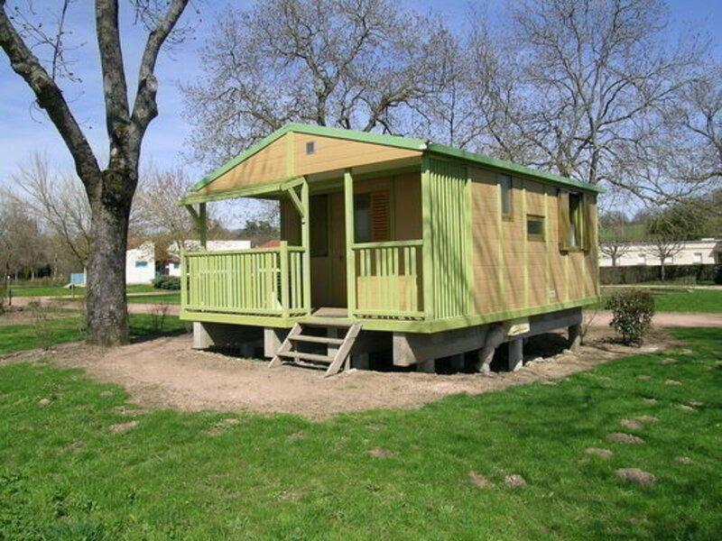 Les Chalets du camping, location de vacances à Lapalisse