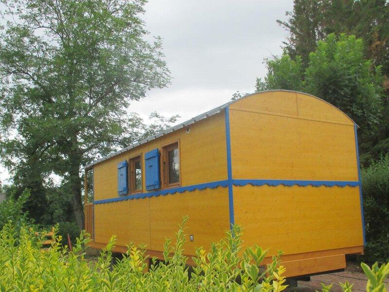 La roulotte du camping, location de vacances à Lapalisse