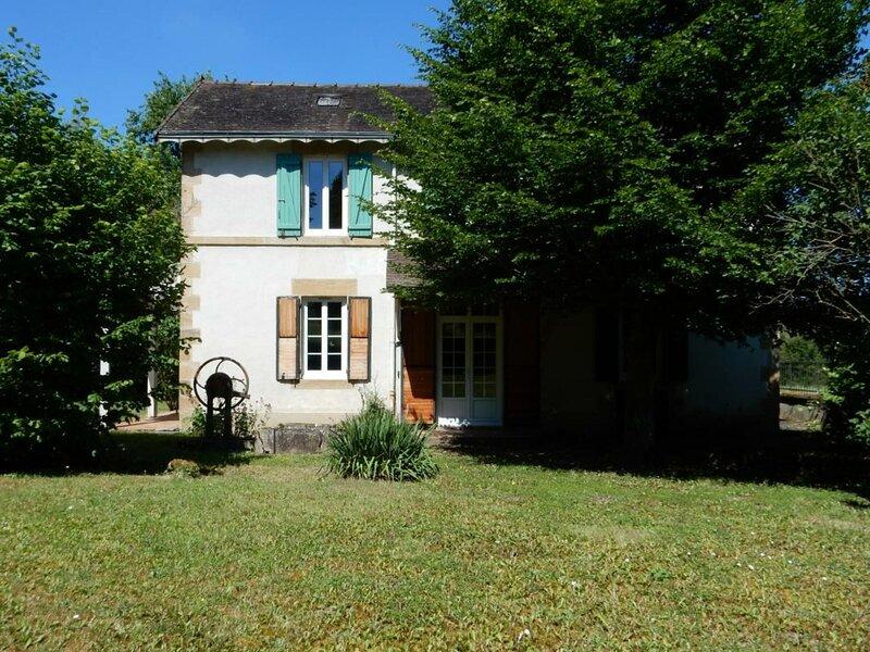 Location Gîte Neuvy (Allier), 4 pièces, 6 personnes, holiday rental in Bourbon-l'Archambault