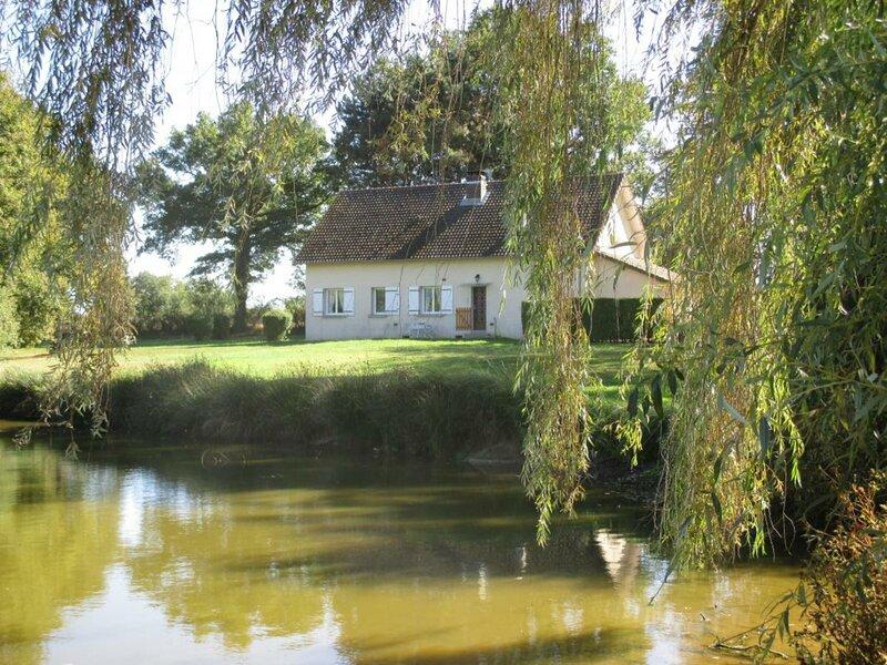 La Maison de l'Etang Magaud, holiday rental in Dompierre-sur-Besbre
