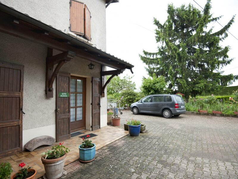 TRAMOYES - 4 pers, 70 m2, 2/1, holiday rental in Mionnay