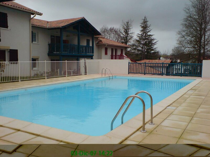 CAMBO LES BAINS, C155 :  T1 BIS, 4 personnes, 1 chambre, 1 BZ, holiday rental in Hasparren