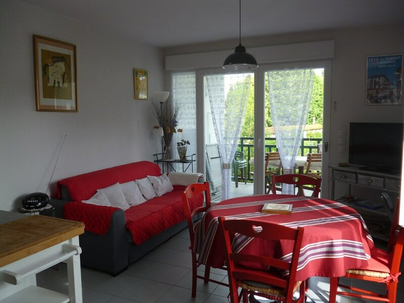 CAMBO LES BAINS, C297 : 2 Pièces 2 couchages, holiday rental in Ustaritz