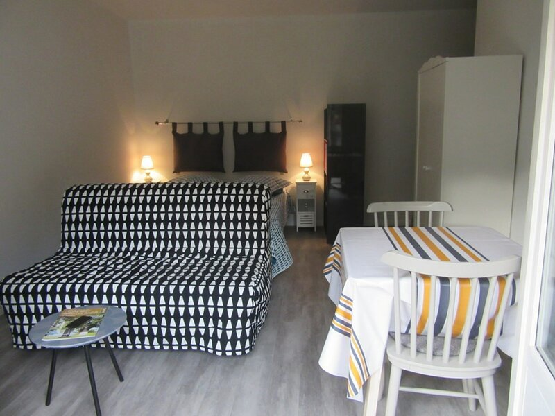 T1 bis 2 couchages CAMBO LES BAINS, holiday rental in Bidarray