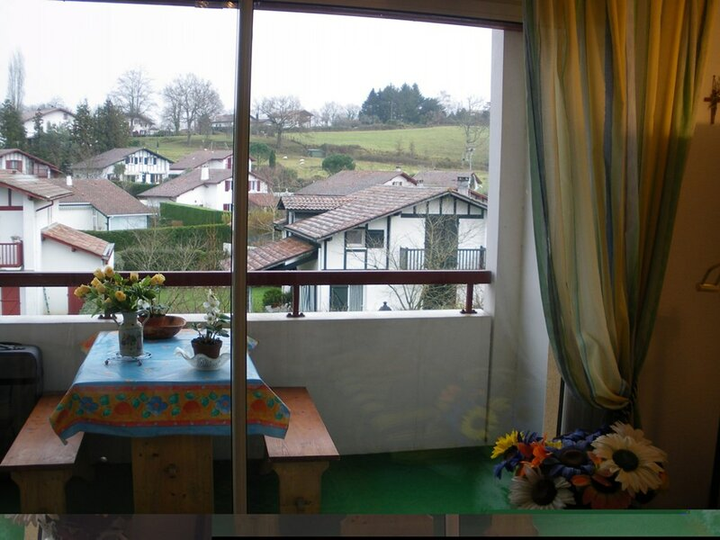CAMBO LES BAINS, C135 : Studio 3 couchages CAMBO LES BAINS, holiday rental in Hasparren