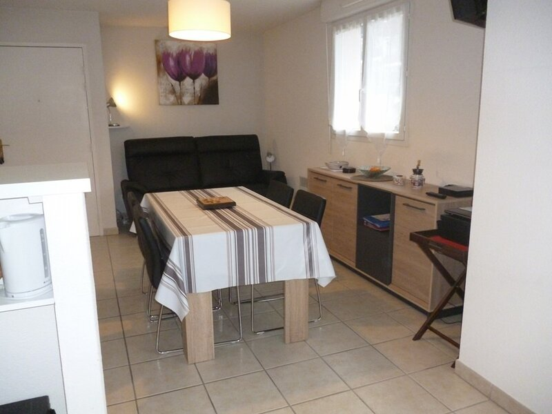 CAMBO LES BAINS, C220 : 2 Pièces 2 couchages CAMBO LES BAINS, holiday rental in Bidarray