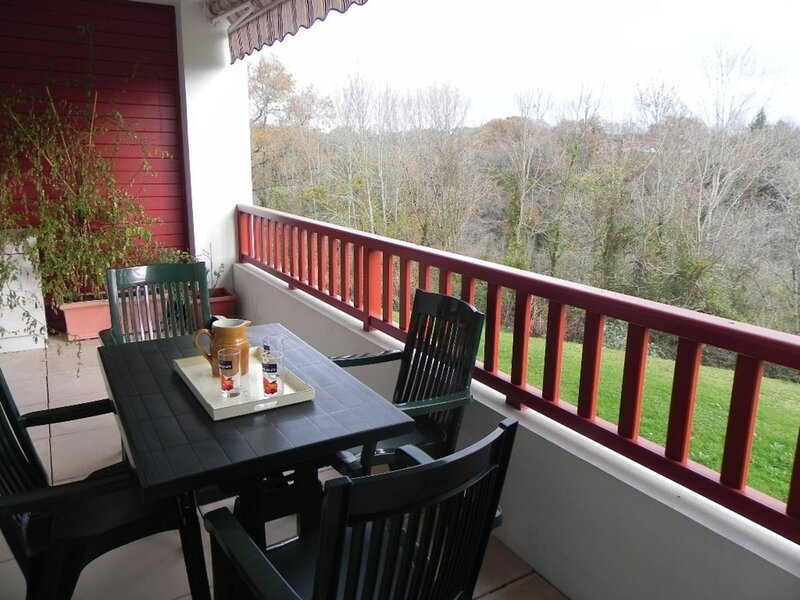 CAMBO LES BAINS, C246 : 2 Pièces 2 couchages, holiday rental in Hasparren