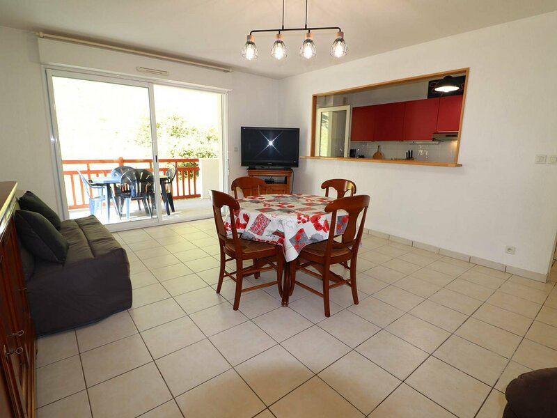 CAMBO LES BAINS, C212 : 2 Pièces 2 couchages, holiday rental in Bidarray