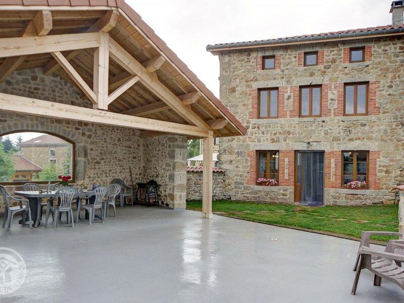 Le gîte de Célestine, holiday rental in Saint-Julien-d'Ance