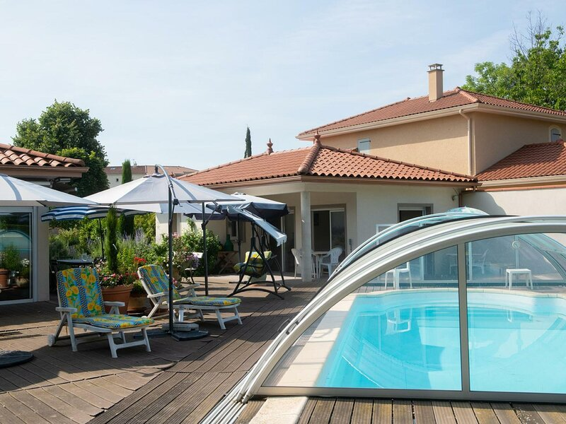 Studio côté piscine II, holiday rental in Montbrison