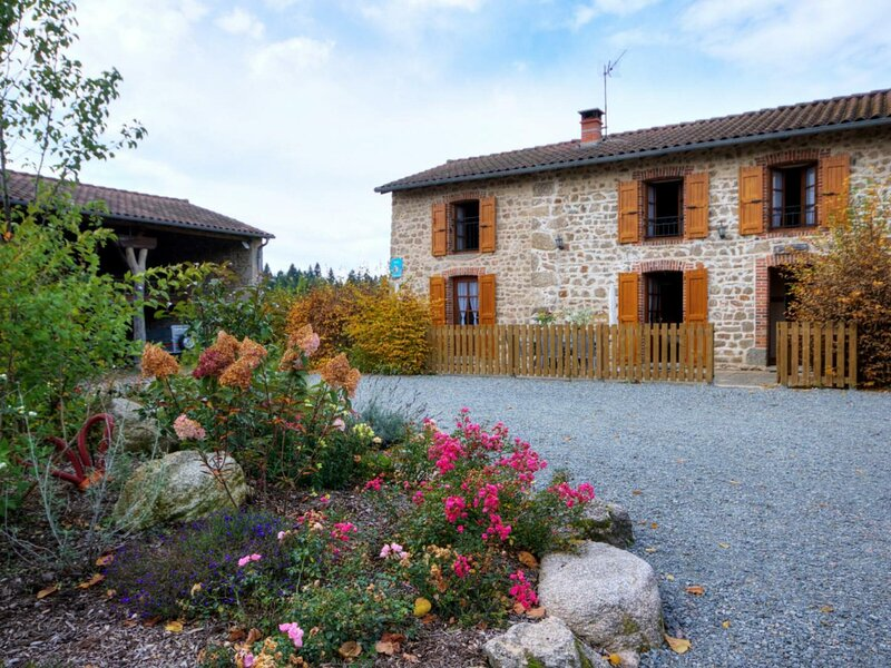 Les Hirondelles, holiday rental in Champoly