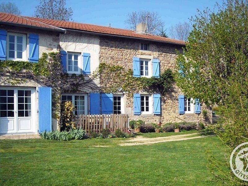 Les Volets Bleus, holiday rental in Saint-Just-en-Chevalet