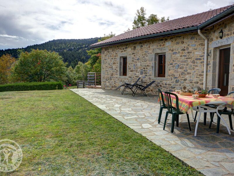Les Côtes, holiday rental in Montbrison