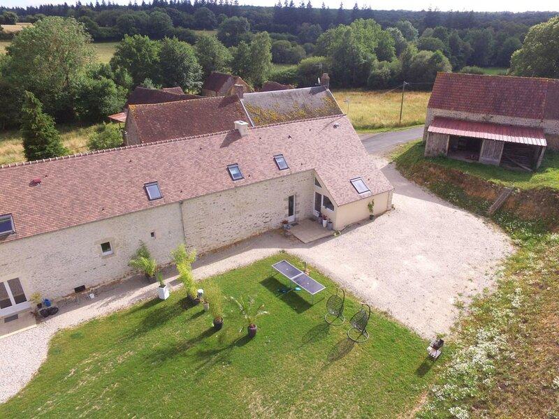 La Monnerie - la grange, holiday rental in Chailloue