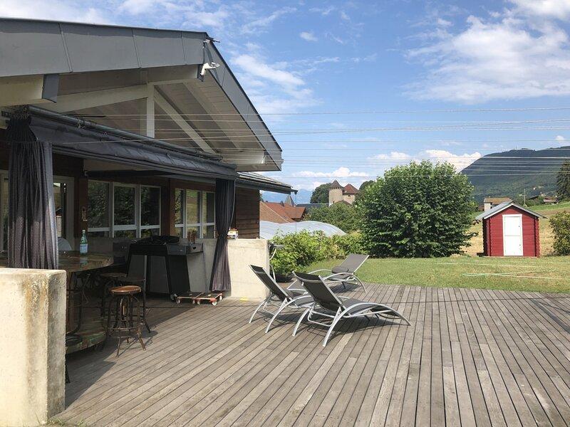 Superbe villa avec terrasse et jardin face au Lac, vacation rental in Lausanne