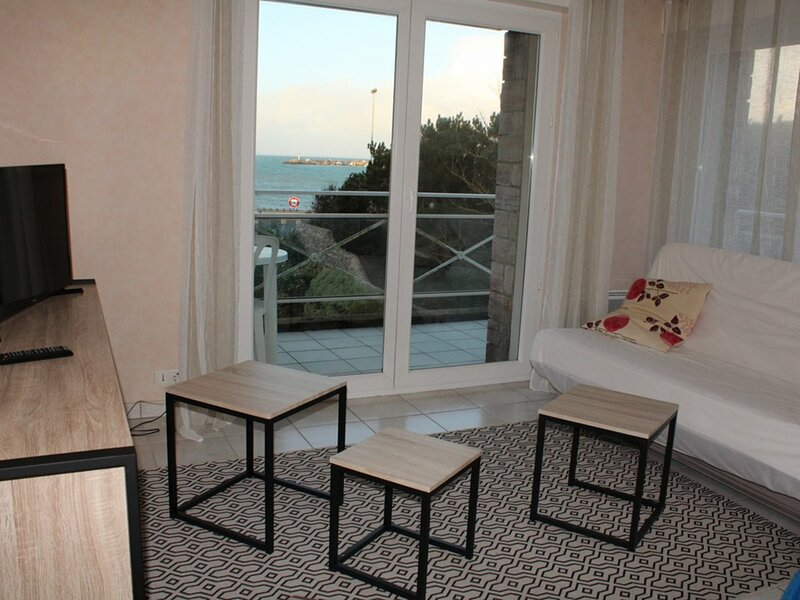 ERQUY, dans cette résidence,face à la plage du centre accès direct mer, aluguéis de temporada em Erquy