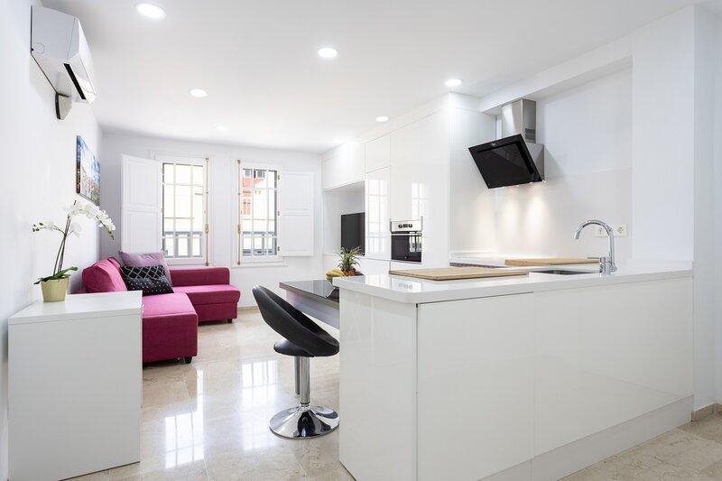 Home2Book Center Apartment Santa Cruz, Wifi, holiday rental in Maria Jimenez