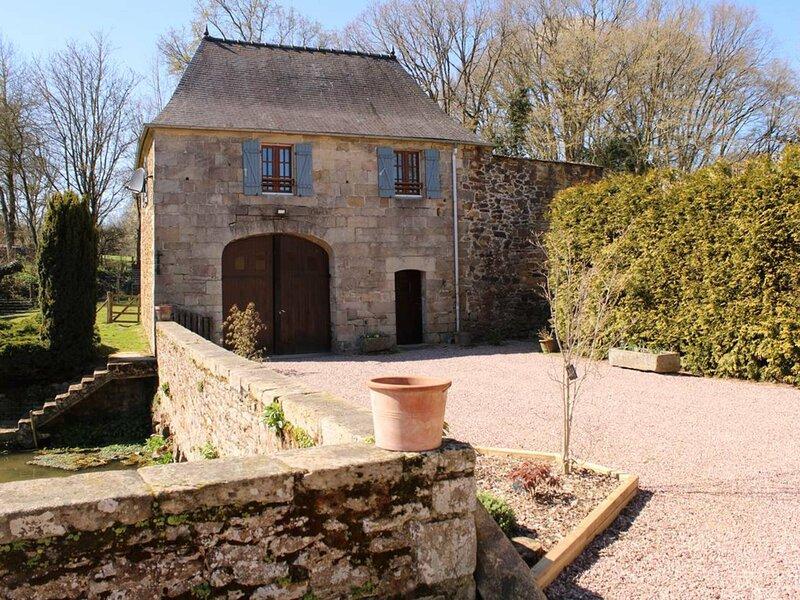 Les DOUVES, situé dans un cadre historique, idyllique et paisible., holiday rental in Merdrignac