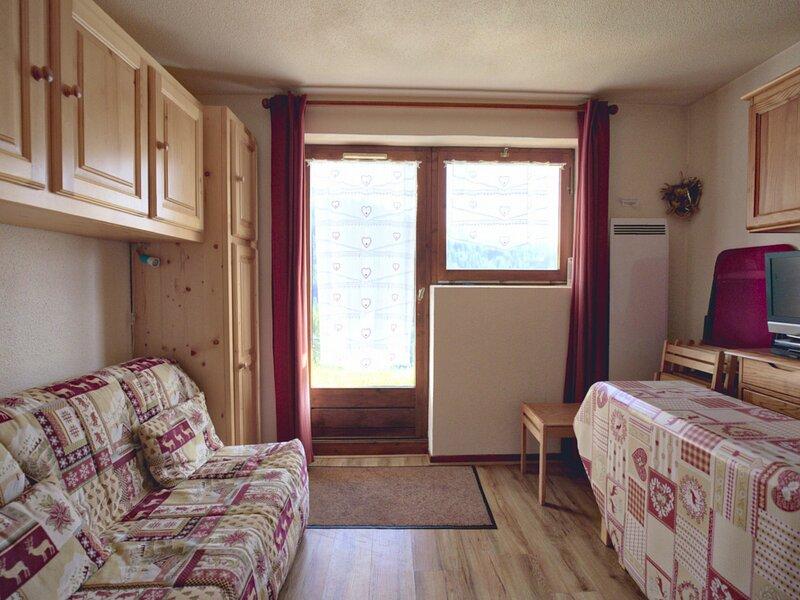 DEUX PIECES TOUT CONFORT EN REZ DE JARDIN, holiday rental in Saint-Nicolas-la-Chapelle