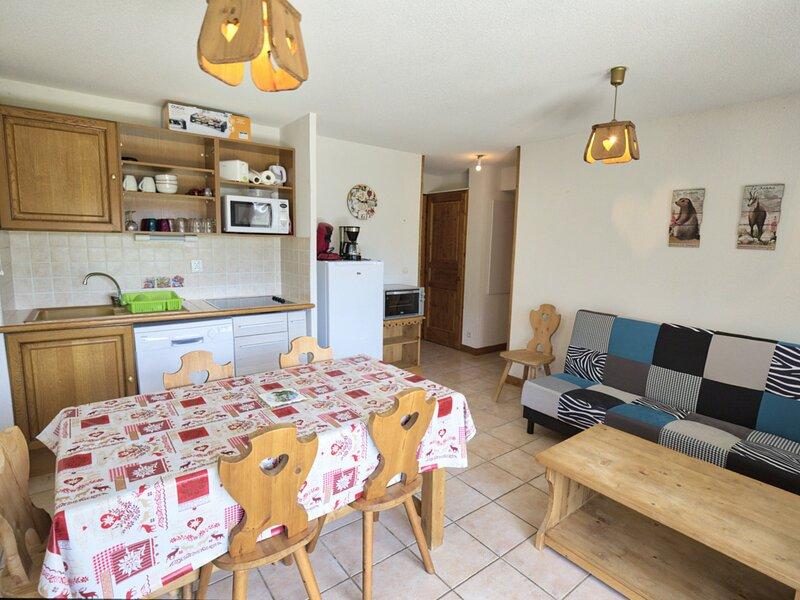 APPARTEMENT PIED DES PISTES AVEC TERRASSE VUE MONT CHARVIN, holiday rental in Flumet