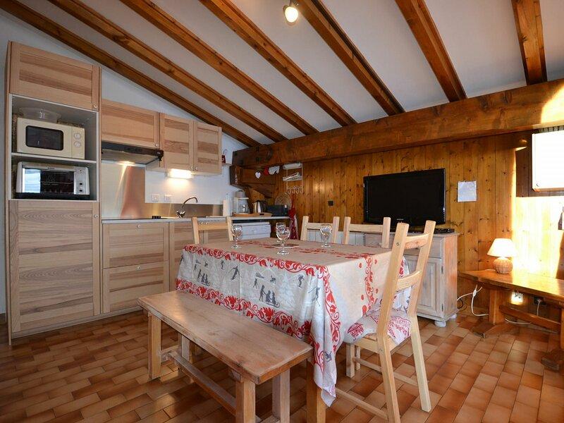 CHALEUREUX APPARTEMENT AU PIED DES PISTES, holiday rental in Notre Dame de Bellecombe