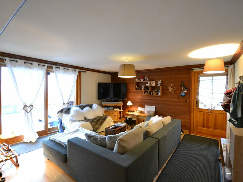 CLOSE TO THE VILLAGE, 100M FROM THE SLOPES WITH SPA, holiday rental in Notre Dame de Bellecombe