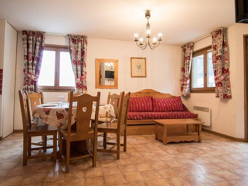 BONA63 - Appartement spacieux pour 6 personnes au pied des pistes, vacation rental in Lanslevillard