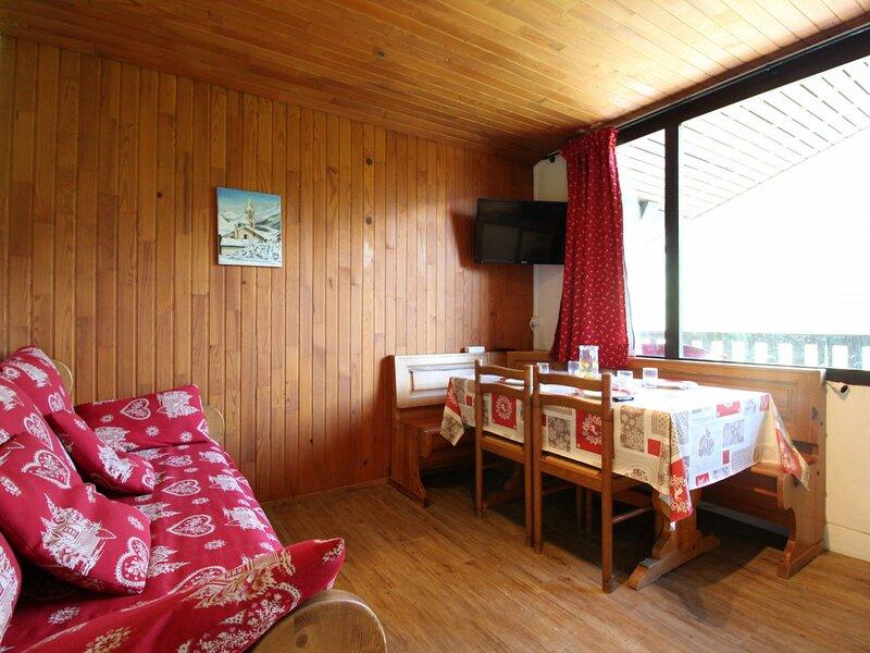 COL053 - appartement 4 personnes avec vue sur pistes, vacation rental in Lanslevillard