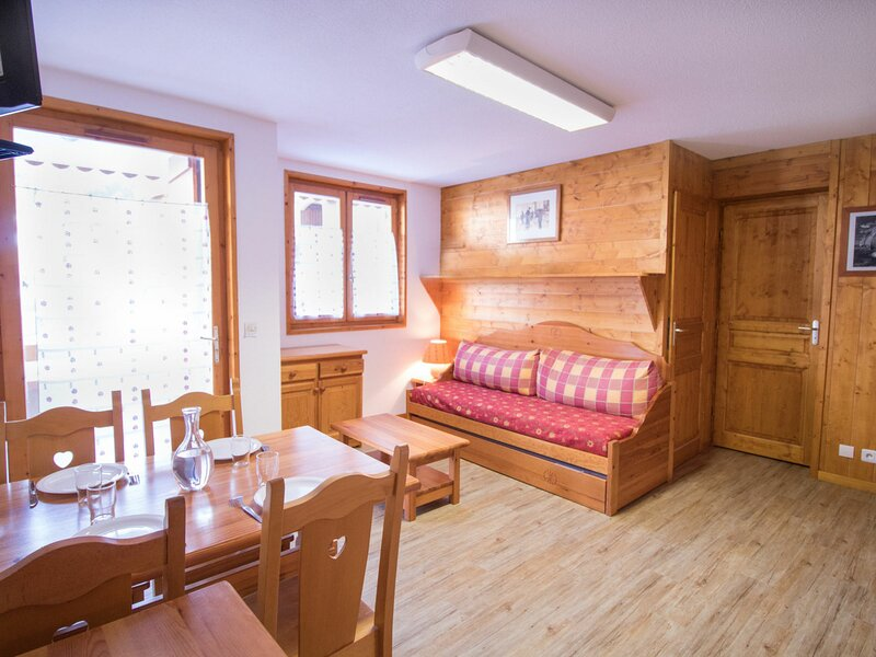 COM206 :Appartement dans quartier calme proche des navettes gratuites et de la, holiday rental in Villarodin-Bourget