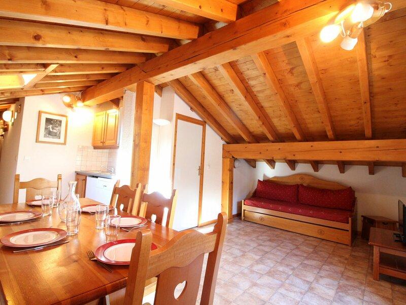 ESS029 - Appartement pour 6 personnes au centre du village et proche des pistes, vacation rental in Lanslevillard