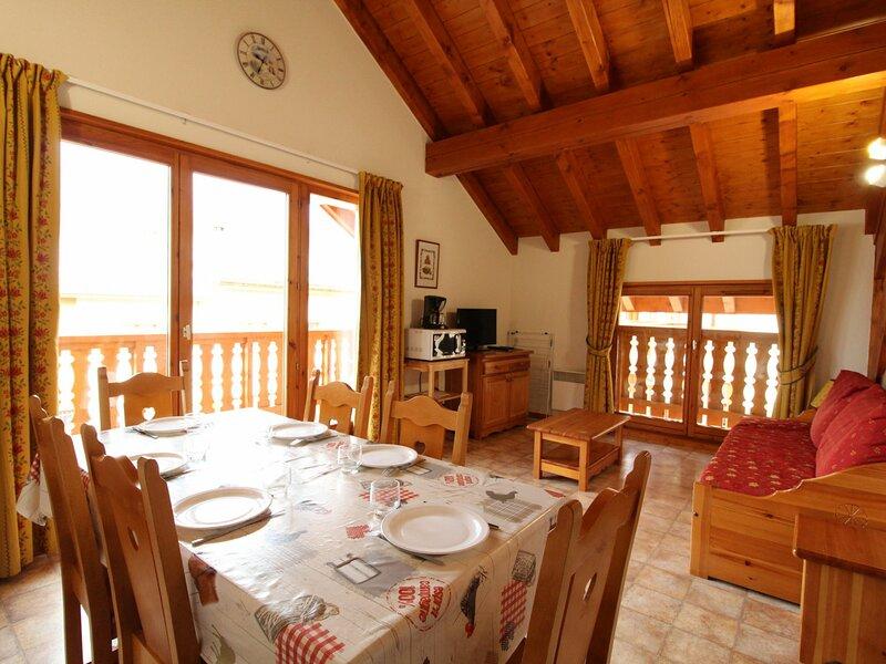 COM517M : Appartement dans quartier calme proche des navettes gratuites et de, casa vacanza a Bramans