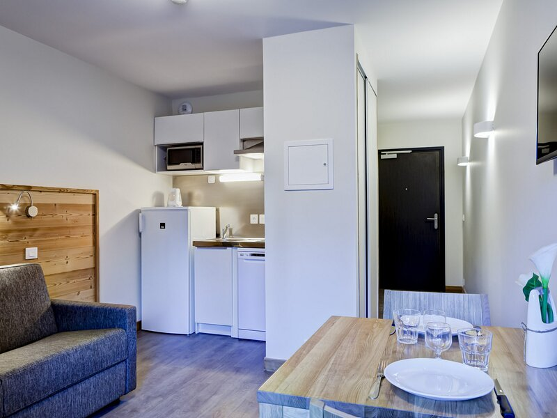 STUDIO TOUT CONFORT ET LUMINEUX DANS NOUVELLE RESIDENCE, holiday rental in Brides-les-Bains