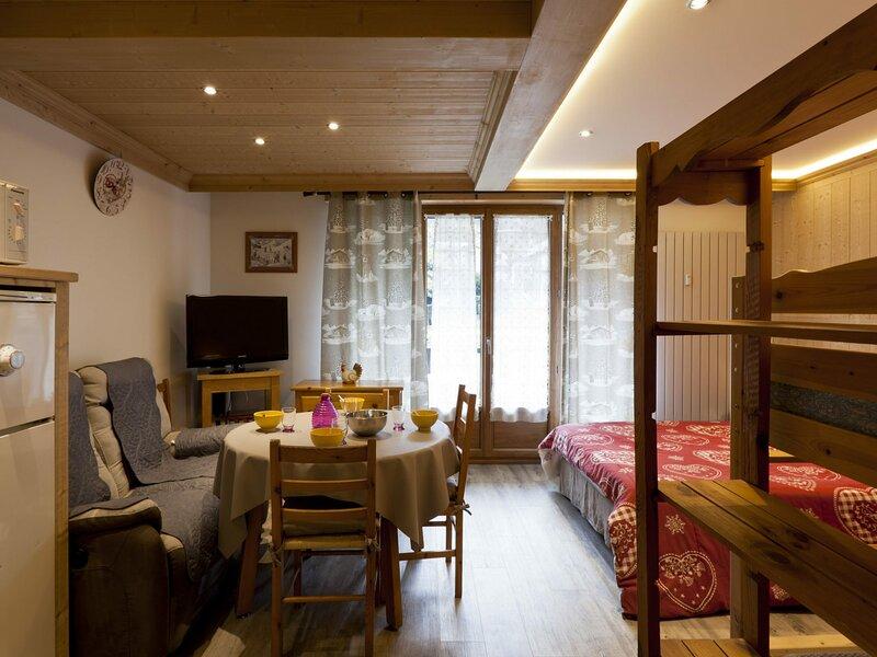 Appartement nouvellement rénové au coeur de Brides, holiday rental in Brides-les-Bains