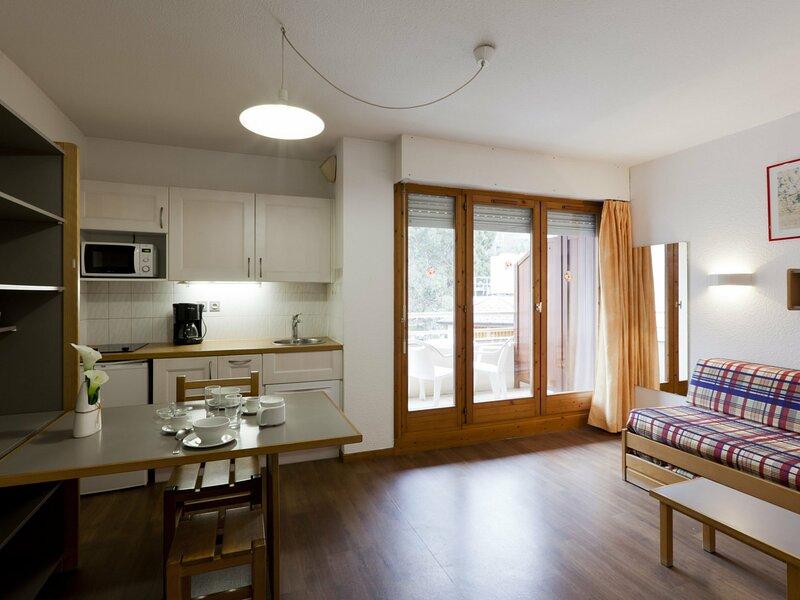 STUDIO 2 PERSONNES CENTRE VILLE, holiday rental in Brides-les-Bains