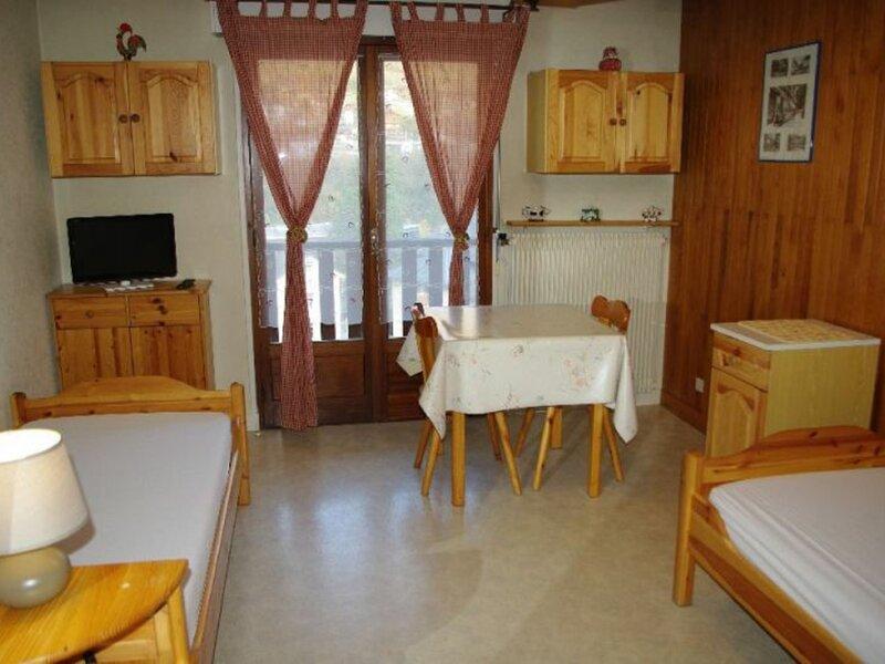 STUDIO 2 PERSONNES - CENTRE STATION, location de vacances à Brides-les-Bains