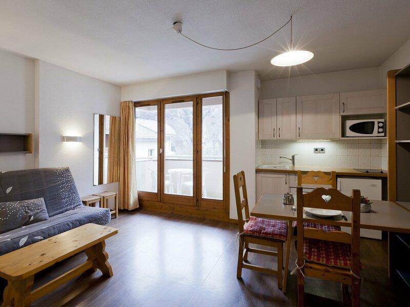 En plein centre de Brides, studio très bien équipé, alquiler vacacional en Montagny